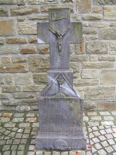 Grabkreuz Pfarrer Heinrich Dries