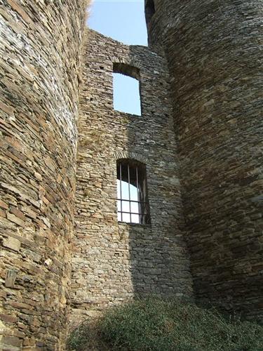 Westflügel, Mauerstück