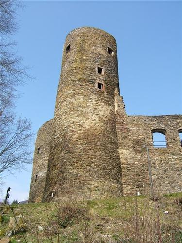 Westflügel, Bergfried