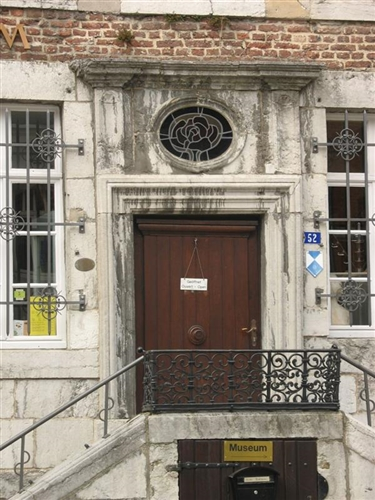 Tür mit Freitreppe