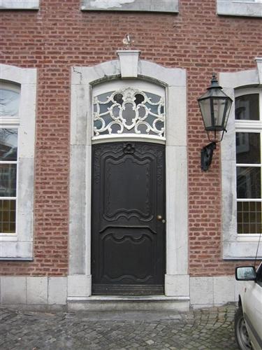Süd-Ostfassade, Tür 3. Achse