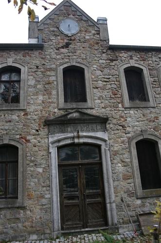 Mitteltrakt, Eingangstür