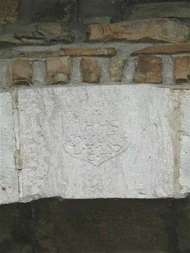 Keilstein mit Inschrift, Torbogen