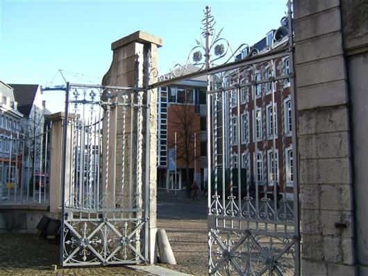 Gitter und Tor