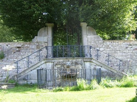 Freitreppe mit Wasserbecken