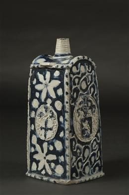 Vierkantflasche mit Wappen