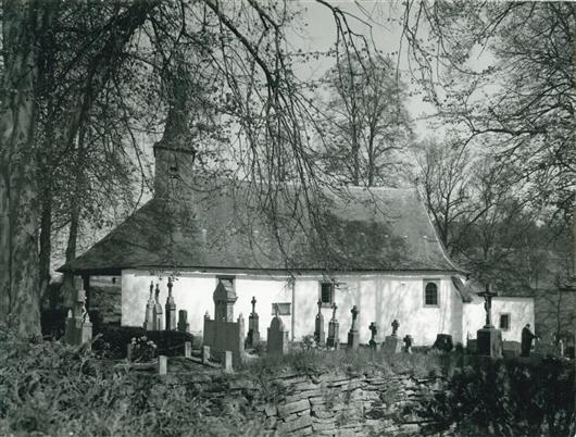 Kapelle mit Friedhof