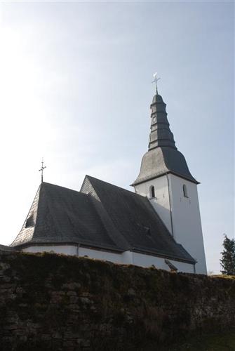 Kapelle mit Einfriedungsmauer