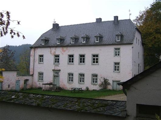 Herrenhaus, Vorderfassade
