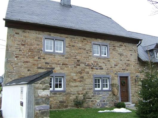 Vorderfassade des Wohnhauses