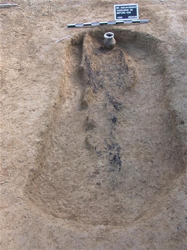 Körpergrab nach der Freilegung