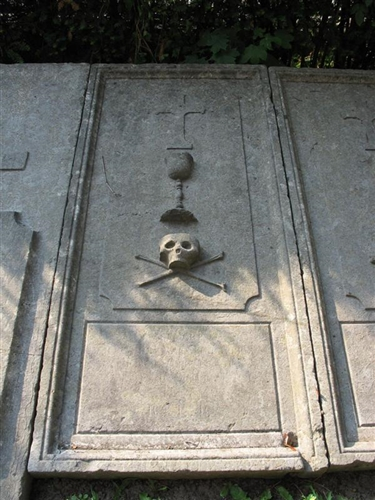 Grabplatte des Priesters Breuer