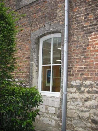 Stichbogenfenster, Nordostwand