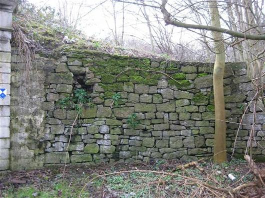 Eingang mit Bruchstein