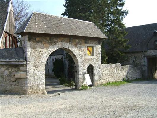 Vorhof mit Wächterhaus