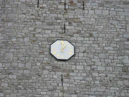 Turm, Südwand außen: Uhr