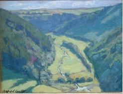 Blick auf ein Tal mit Bach