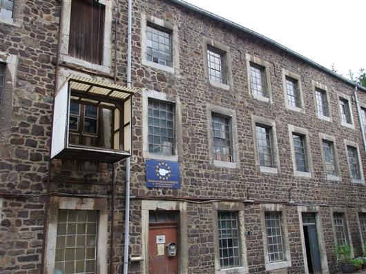 Vorderfassade Industriegebäude