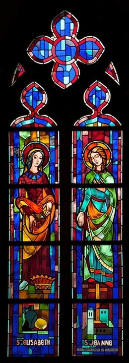 Glasfenster mit der Hl. Elisabeth und der Hl. Johanna, südl. Seitenschiff, Kirche St. Josef, Eupen