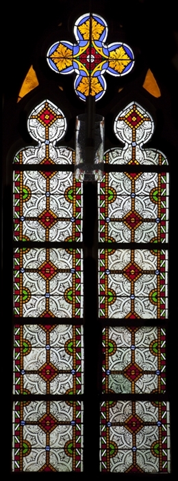 Glasfenster mit Ornamenik, südl. Seitenschiff, Kirche St. Josef, Eupen