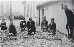 Atzerath, 1936: Steine klopfen
