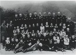Atzerath, 1915: Die gesamte Schule vor der Linse