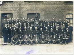 Amel, 1928: Musikverein bei Fahnenweihe
